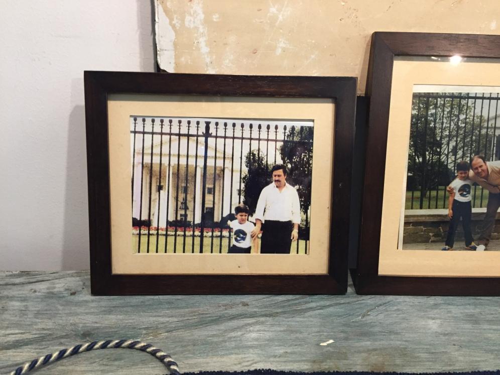 Pablo Escobar davanti alla Casa Bianca